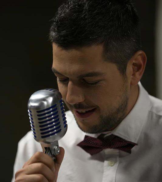 τραγουδιστής μεζεδοπωλείο περιστέρι